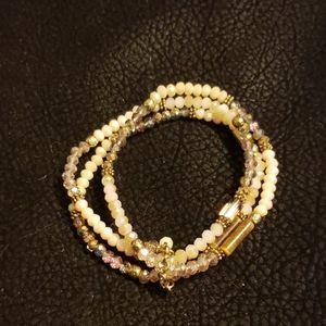 Jewelry - 7 in beaded bracelet set.